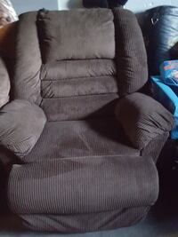 brown fabric recliner sofa chair Nipissing District, P0H