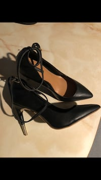 Size 6 heels Mississauga, L5A 3C1