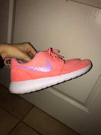 Nike roshe one rose et blanc Grenoble, 38000