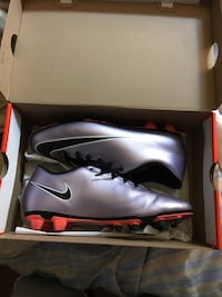 black and silver nike field shoes Beltsville, 20705