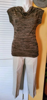 Ladies Blouse & Capri Pants