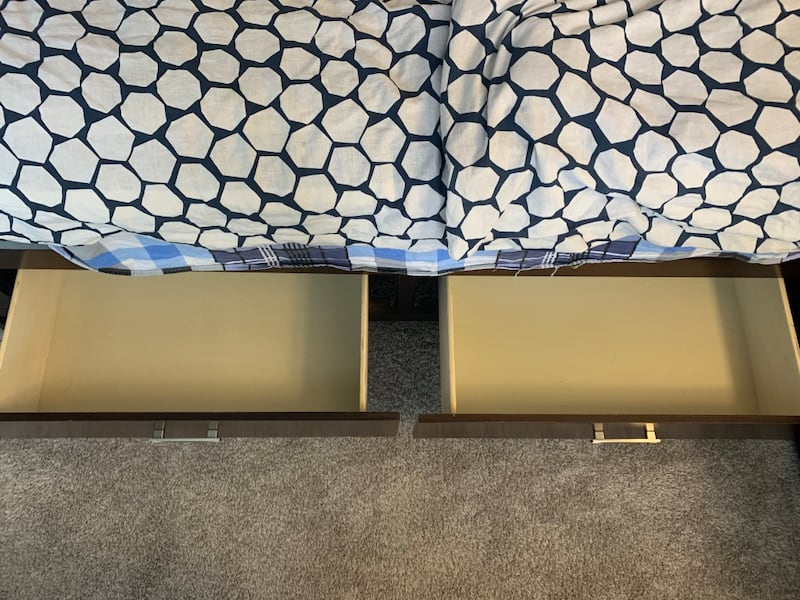 Excellent condition! Set of King Bed, Dressing Table and Night Stand fcc071d8-31e7-4aff-8f32-55e0035c1900