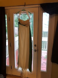Wedding dress size 6 Portland, 97229
