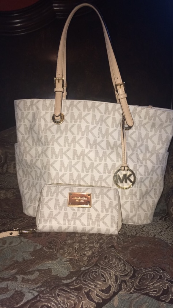 a067b6b3ca2c Used Michael Kors purse and wallet for sale in Tulsa - letgo