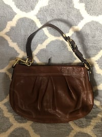 Coach leather brown purse can be made into a wristlet  Long Beach, 90807