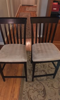 2 Wooden Bar Chairs Silver Spring, 20903