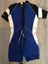 blue and white wetsuit