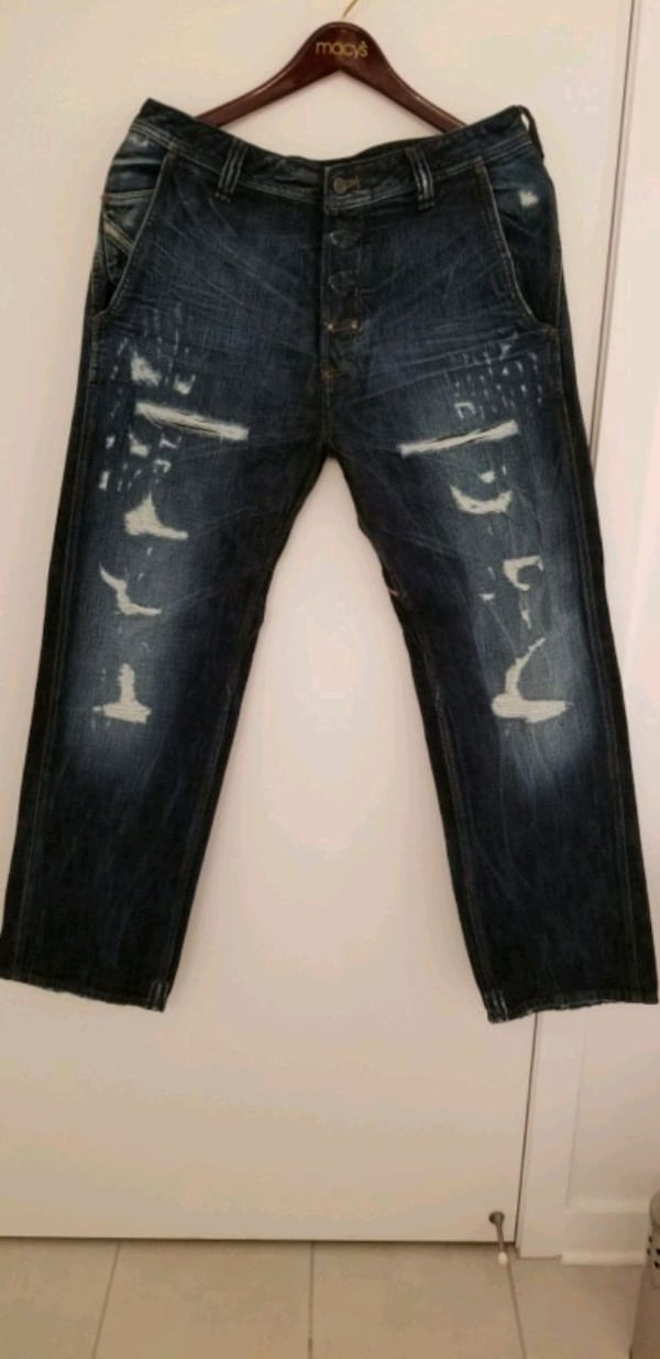 Diesel Men's distressed ripped jeans size 32, made in Italy  6d891f6a-9b2c-4f62-817d-cf6e28dd8797