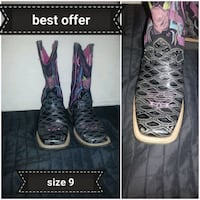 pair of black-and-pink boots London, N6B 2M9