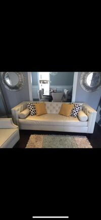 White Leather Couch Mississauga, L5R 3H4