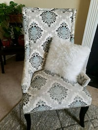 white and black floral sofa chair Milliken, 80543
