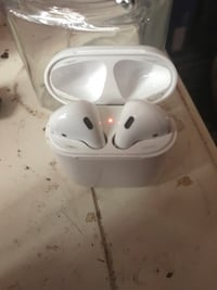 Apple EarPods with Case Baltimore, 21229