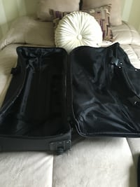 Medium sized bag with wheels never been used holds alot Alexandria, 22315