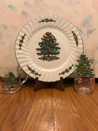 18 piece set Christmas dishes  688 mi