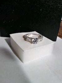 Silver stunning simulated daimond ring
