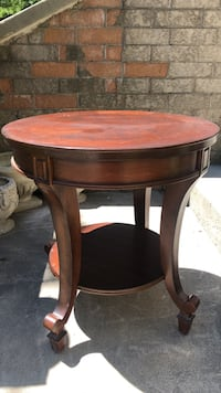 Solid wood side table Toronto, M8V 4A4