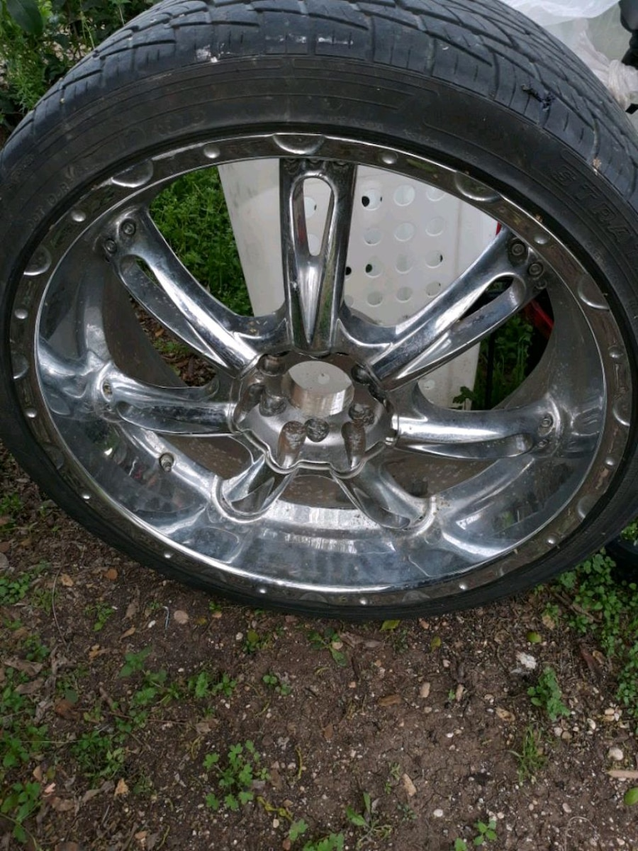 Photo 22 inch rims and tires