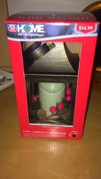 LED lantern with wreath package