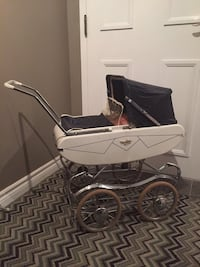white and black bassinet stroller Brampton, L6Y