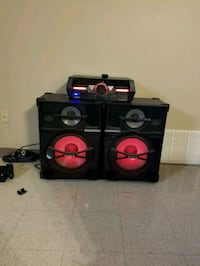 black and red subwoofer speaker Fort Hood, 76544