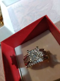 Very nice engedment ring with cubic zirconia  Queens, 11385