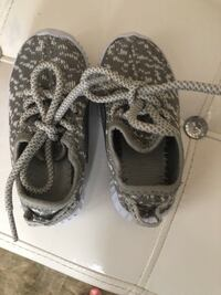 Size 4 yeezy style toddler shoes in gray Newmarket, L3X 3J2