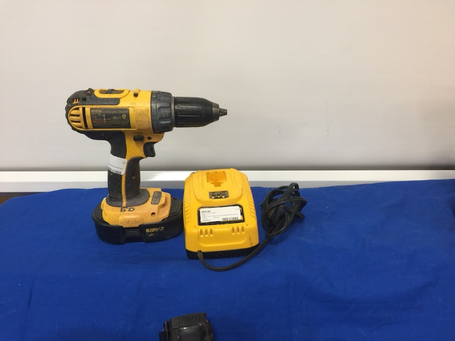 Photo DeWalt 18V Cordless Drill W/Charger (DCD760)