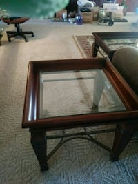 Matching cofee table, end table and entry table. Lubbock, 79407