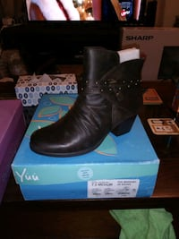 pair of black leather boots with box 52 km