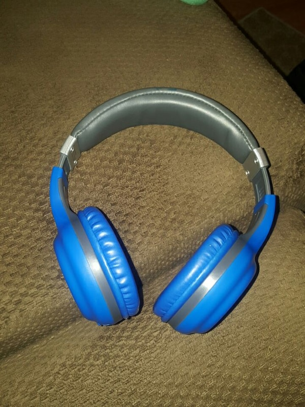 6ec47c6a4c2 Used Blue Polaroid bluetooth Headphones for sale in St Louis - letgo