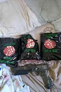 C02 paintball gun 1500 paintball and co2 come with Eastern Passage, B3G 1C8