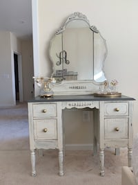 Antique Vanity with Stool Washington, 20002