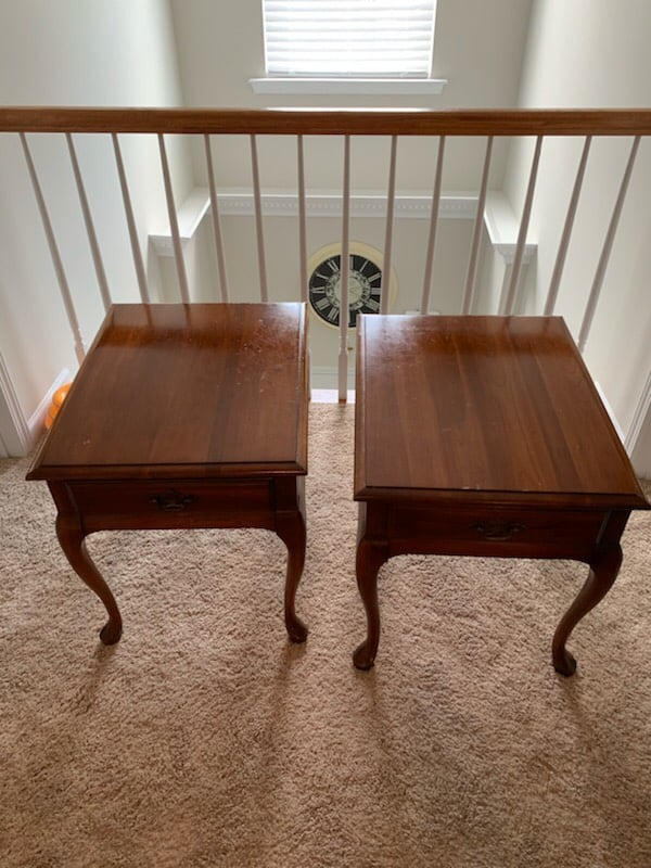 2 End Tables 0