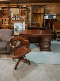 solid wood desk and chair  Brampton, L6X