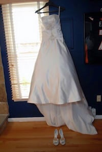 Alfred Angelo wedding gown. Size 4 Dale City