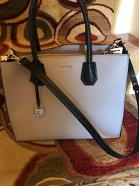 Used once a Michael kors purse and zipper wallet Locust Grove, 22508