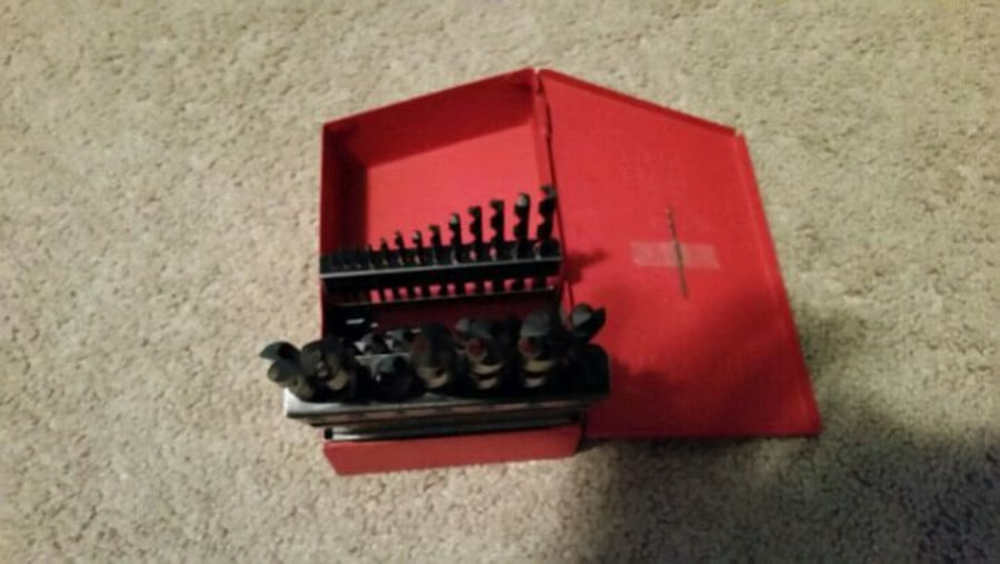 29 craftsman drill set negotiable  4cbab025-ef9b-4a85-bb17-ebf39d7097ef