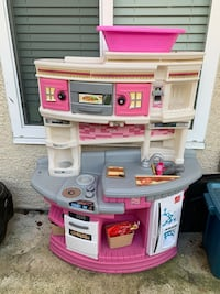 Toy kitchen for toddler