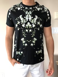 Authentic Givenchy T-Shirt  Burnaby, V5B 2Z8