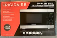 New Microwave- never been used Saint Petersburg, 33705