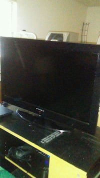 DYNEX LCD Screen TV With remote Denton, 76201