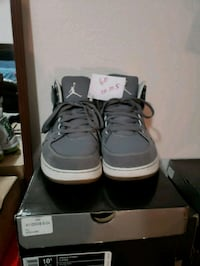 pair of white Air Jordan basketball shoes with box