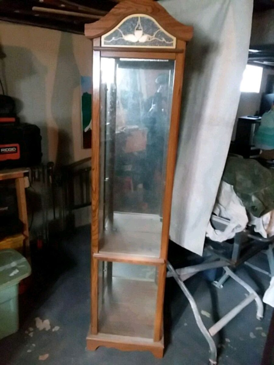 Photo Curio cabinet mirror back, glass front and sides