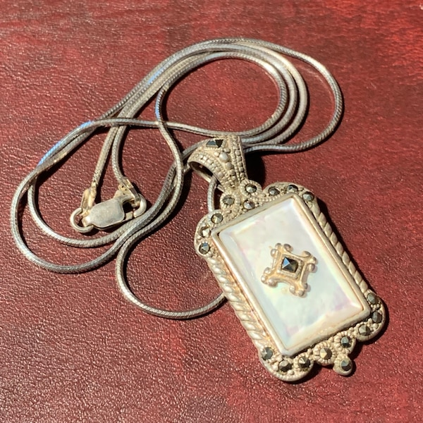 Antique Sterling Silver Mother of Pearl Pendant & Sterling Rope Chain 30e13b69-1c3a-4f05-83b2-fca187b29830