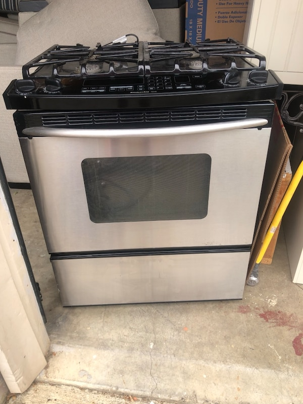 Kitchen Aid gas convection oven/stive