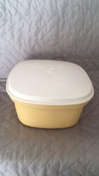 Tupperware serving container Las Vegas, 89135