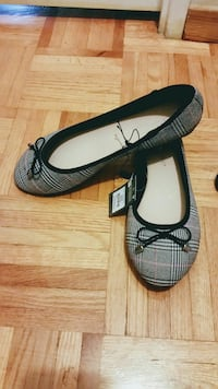 Ladies flats NEW WITH TAGS
