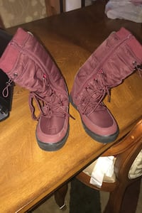 I'm selling some snow boots that are Size 7 Washington, 20020