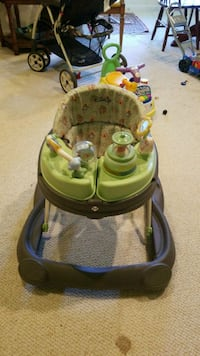 Foldable baby walker excellent condition 16 mi