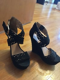 7.5 black open-toe ankle-strap heeled sandals